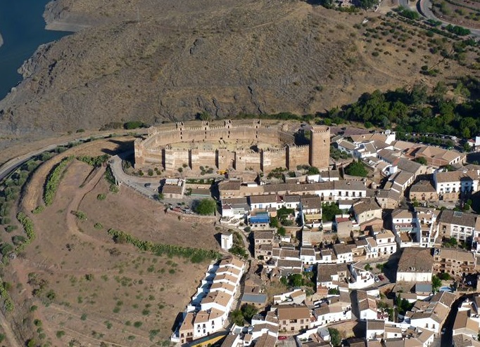 Castillo de ba os de la encina iberhistoria - Castillo de banos de la encina ...